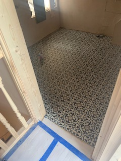 Underfloor heating with tiles